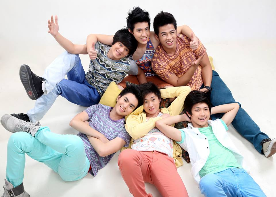 chicser lover Chicser or inlove with chicsers now they're so popular in or outside,but they're not snobbers like other popular person,because they know that the popular has a ending.